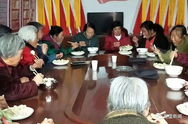 """寇家塬镇妇联走进红湾村 """"饺子""""温暖老人心"""